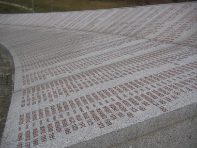 Srebrenica_massacre_memorial_wall_of_names_2009_2